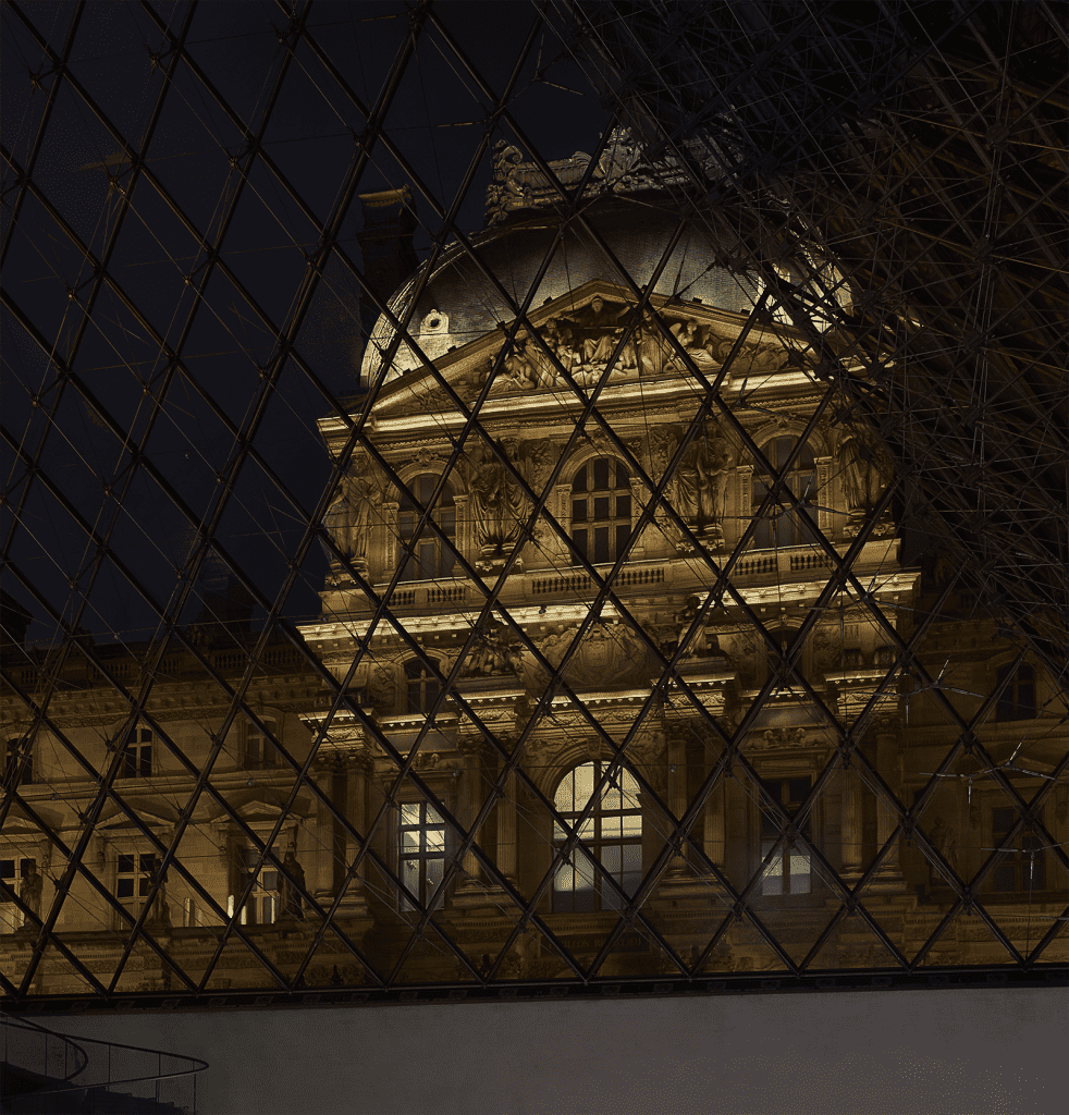 Airbnb x Louvre A night with mona lisa