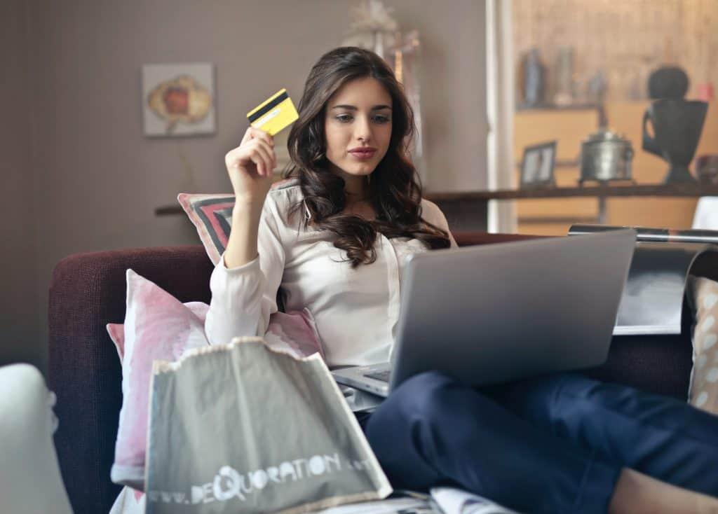 เมื่อความเครียดจาก COVID-19 ก่อให้เกิดเทรนด์การช้อปปิ้งเพื่อคลายเครียด หรือ Shopping Therapy กับสินค้าเล็กๆ น้อยๆ ที่ไม่จำเป็นแต่ดีต่อใจ