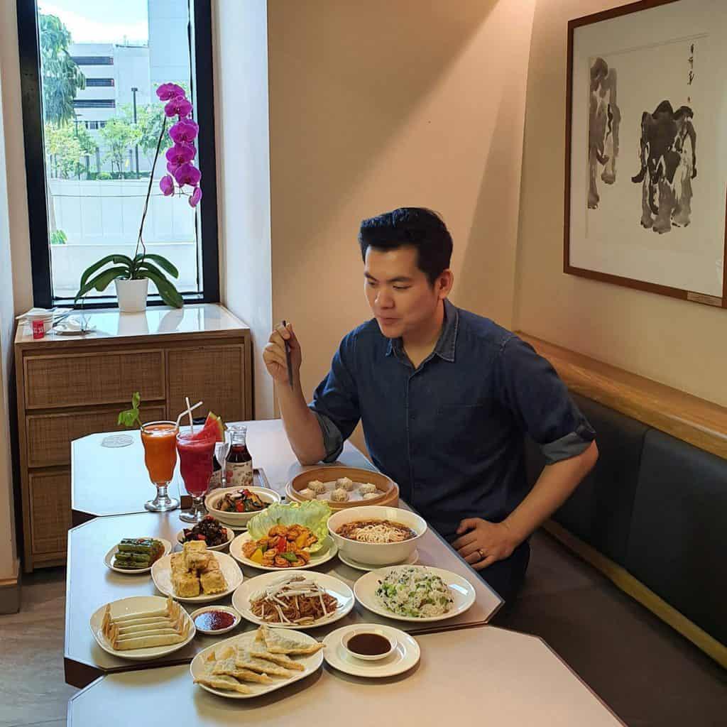 บทสัมภาษณ์เจาะลึกคุณกอล์ฟ เจ้าของเพจมังสวิรัติ Vegan Influencer อันดันต้นๆ ของเมืองไทย ที่มีแฟนเพจติดตามกว่าครึ่งแสน จากจุดเริ่มต้นคนชอบกินเจ