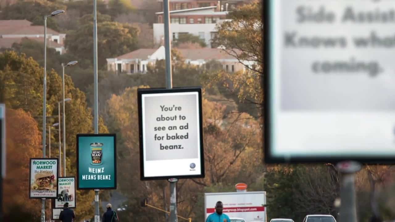 Hijack Marketing จาก Volkswagen ใช้โฆษณาคนอื่นโปรโมตระบบ Side Assist
